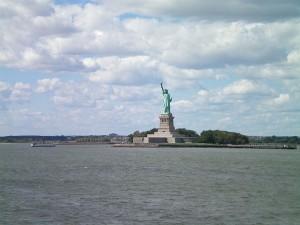 1225623-http---www.holidaycheck.de-vollbild-Freiheitsstatue+Staten+Island+Ferry-ch_ub-id_1156384396.html