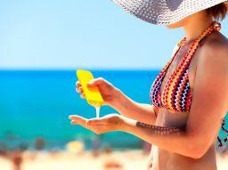 fnf-dinge-die-eine-frau-bei-einem-strandurlaub-nicht-vergessen-darf