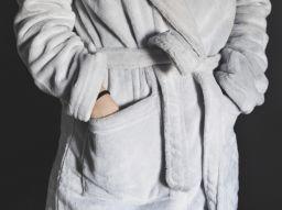 die-funf-schonsten-details-fur-einen-damenbademantel
