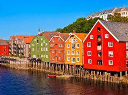 die-funf-schonsten-hafen-wo-die-postschiffe-der-norwegischen-hurtigruten-halt-machen